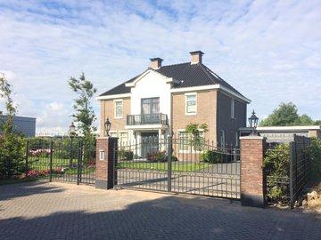 Prefdab- poort geplaatst in Honselersdijk