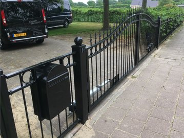 Hekwerk en poort geplaatst in Ouddorp