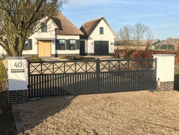 Prefab poort geplaatst in Wijngaarden