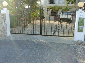 Autopoort geleverd aan een klant in Bonaire